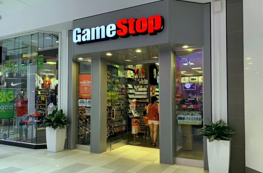 GameStop to close 320 stores, doesn't blame Covid-19