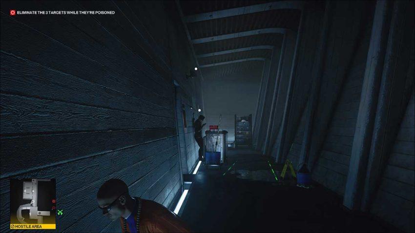 unaware-guard-and-camera-hitman-3