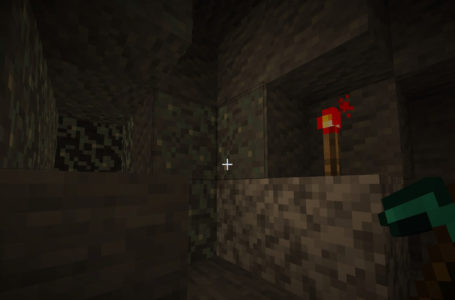 How to collect and pick up Glow Lichen in Minecraft